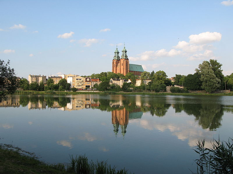 800px-Gniezno_view